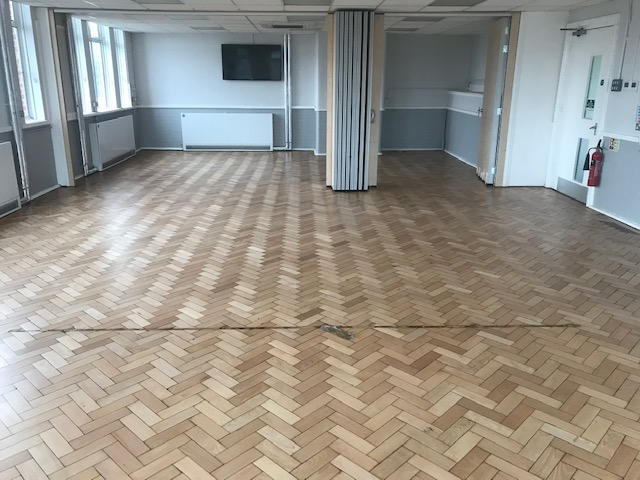 floor staining of school croydon